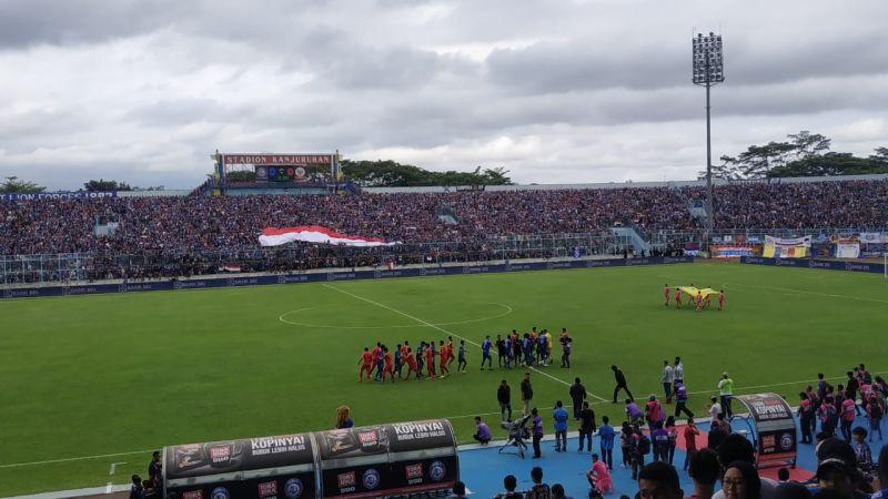 https: img.okeinfo.net content 2019 02 10 51 2016012 ribuan-warga-malang-padati-stadion-kanjuruhan-untuk-saksikan-laga-timnas-indonesia-u-22-QgcMuzMMUL.jpg