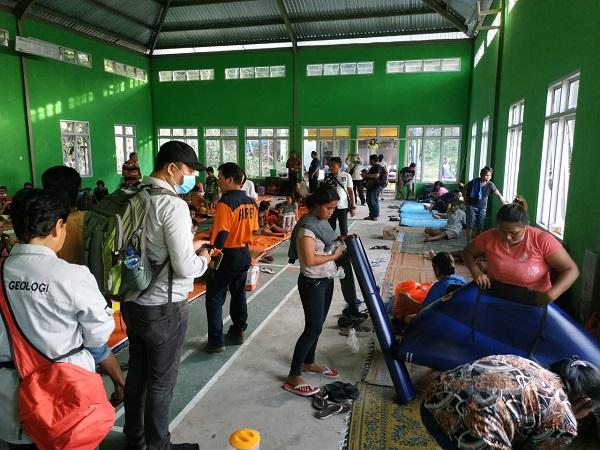 https: img.okeinfo.net content 2019 02 11 340 2016207 gunung-karangetang-erupsi-216-warga-mengungsi-dan-499-lainnya-terisolasi-8nlRUUIEoU.jpg