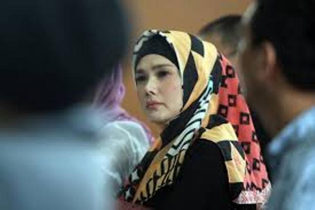 https: img.okeinfo.net content 2019 02 11 519 2016320 jenguk-ahmad-dhani-di-rutan-medaeng-mulan-jameela-membisu-B1Q3yXtcgD.jpg