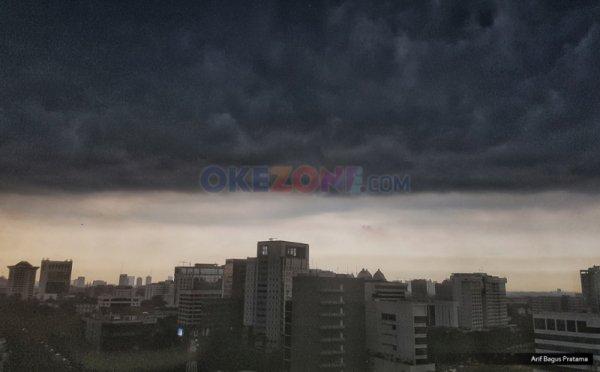 https: img.okeinfo.net content 2019 02 12 338 2016876 hujan-lebat-disertai-petir-angin-kencang-intai-jabodetabek-sore-ini-wv6XWrRr7B.jpg