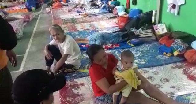 https: img.okeinfo.net content 2019 02 12 340 2016704 227-warga-masih-mengungsi-pascaerupsi-gunung-karangetang-VByePYmnwd.png