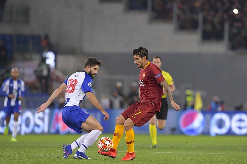 https: img.okeinfo.net content 2019 02 13 261 2017137 as-roma-vs-fc-porto-nihil-gol-di-babak-pertama-SALTpT34dv.jpg