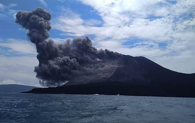 https: img.okeinfo.net content 2019 02 13 337 2017295 gunung-anak-krakatau-dilanda-2-kali-gempa-dilarang-mendekati-radius-5-km-dari-kawah-rJ6vRjqSWJ.jpeg