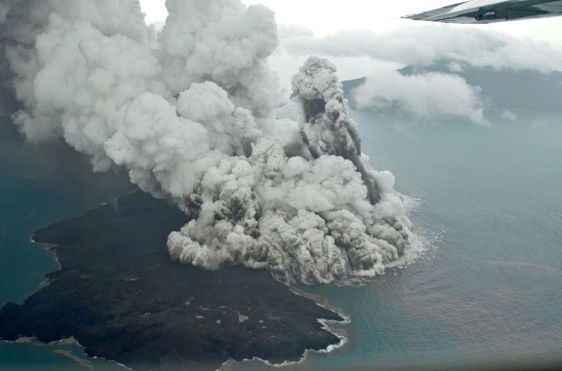 https: img.okeinfo.net content 2019 02 14 338 2017809 gunung-anak-krakatau-kembali-erupsi-0nVvRswa7A.jpg