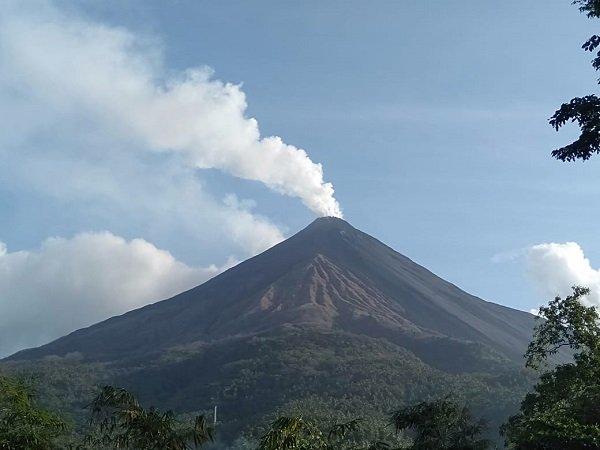 https: img.okeinfo.net content 2019 02 14 340 2017722 aktivitas-kegempaan-gunung-karangetang-menurun-luncuran-lava-masih-terjadi-tRNCn0eJO0.jpg