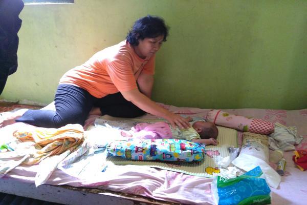 https: img.okeinfo.net content 2019 02 14 512 2017928 tolong-bayi-di-boyolali-lahir-tanpa-anus-jantung-bocor-pOByBFbj38.jpg