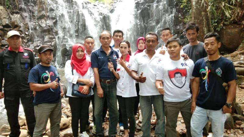https: img.okeinfo.net content 2019 02 14 512 2018072 caleg-partai-perindo-bina-petani-durian-di-pekalongan-GPfAorgRdF.jpg