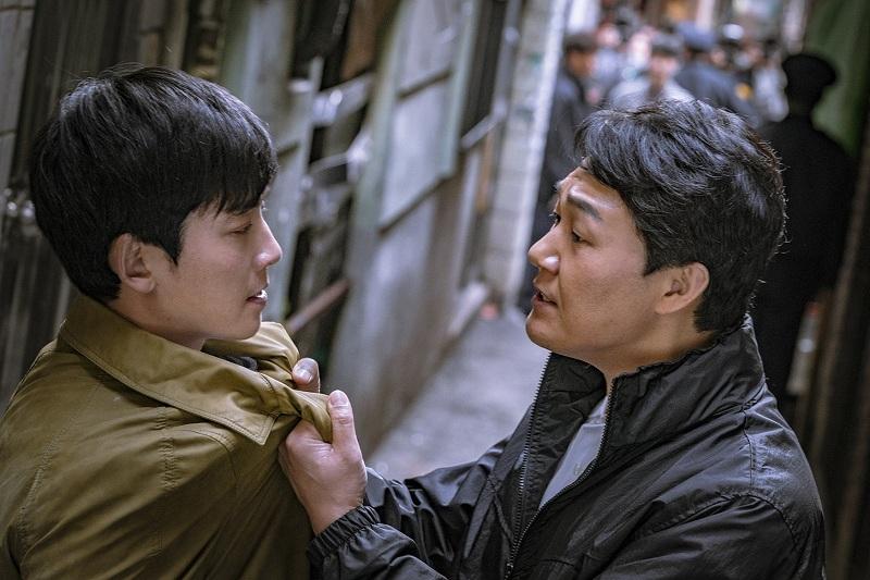 https: img.okeinfo.net content 2019 02 14 598 2017969 ketika-jung-kyung-ho-menjual-jiwanya-kepada-iblis-park-sung-woong-iHufXP55Zf.jpg