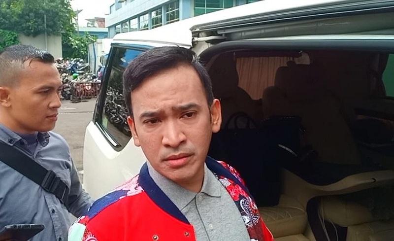 https: img.okeinfo.net content 2019 02 15 33 2018380 fahmi-aditian-sebut-mak-vera-batasi-olga-syahputra-bertemu-ruben-onsu-aA4gb5pekp.jpg