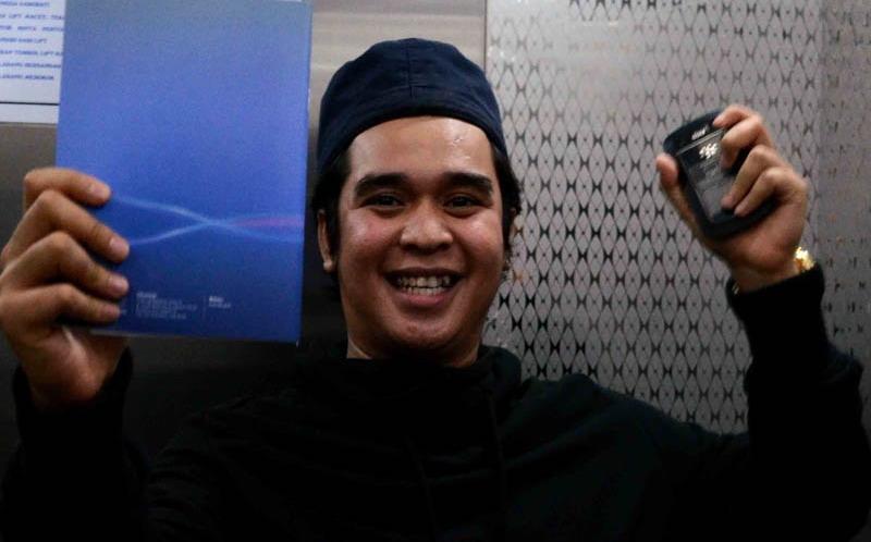 https: img.okeinfo.net content 2019 02 15 33 2018422 fahmi-aditya-ungkap-alasan-mak-vera-larang-sahabat-kunjungi-olga-syahputra-QVfzmA4t6w.jpg
