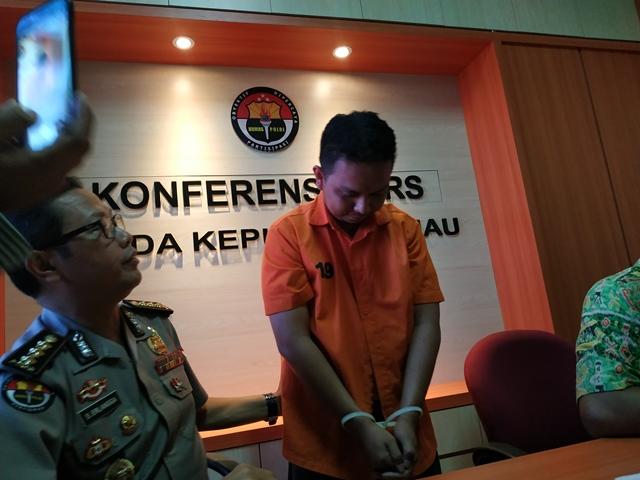 https: img.okeinfo.net content 2019 02 15 340 2018483 kendalikan-psk-dari-karawang-mucikari-prostitusi-online-ditangkap-U89OKIqYBe.jpg