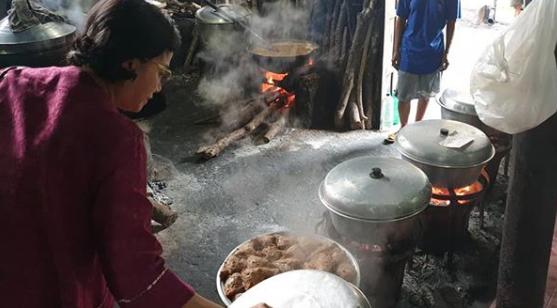 https: img.okeinfo.net content 2019 02 16 20 2018828 makan-gudeg-sri-mulyani-saya-sangat-menyukai-masakan-indonesia-p99oXeIkRo.png