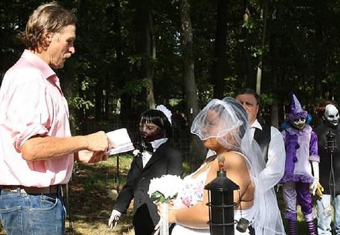 https: img.okeinfo.net content 2019 02 21 612 2021017 perempuan-ini-menikah-dengan-mayat-hidup-awal-kisahnya-tak-disangka-UfzD3HQksl.jpg