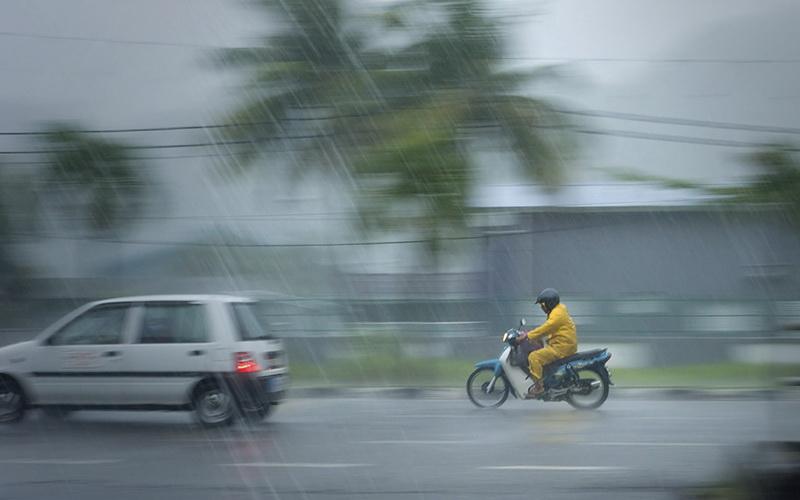 https: img.okeinfo.net content 2019 02 22 510 2021627 sleman-diterjang-hujan-es-disertai-angin-kencang-XHvUwE6xEz.jpg