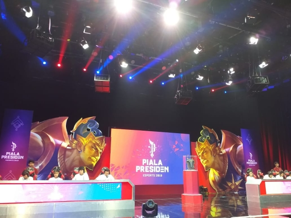 https: img.okeinfo.net content 2019 02 24 326 2022192 selain-mobile-legends-piala-presiden-esports-2020-bakal-tambah-dua-game-lagi-qJFBgY2Tcg.jpg