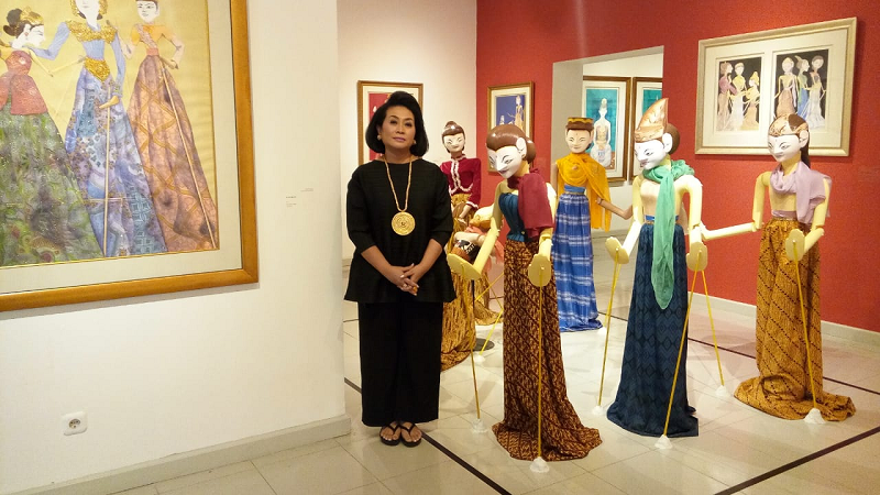 https: img.okeinfo.net content 2019 02 26 612 2023237 cinta-untuk-indonesia-dedikasi-30-tahun-perjalanan-karya-seni-sasya-tranggono-6ZRun7M1j0.jpg