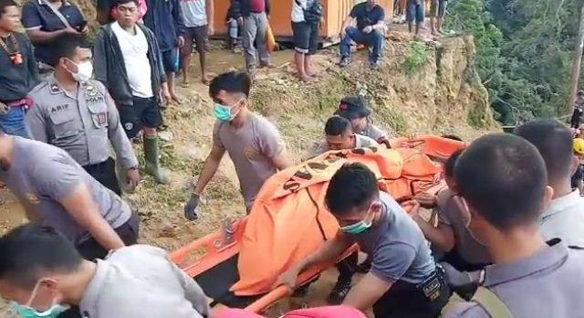 https: img.okeinfo.net content 2019 02 27 340 2023544 17-korban-longsor-tambang-emas-di-bolaang-mongondow-dievakuasi-3-di-antaranya-tewas-gi0o1zWZ93.jpg