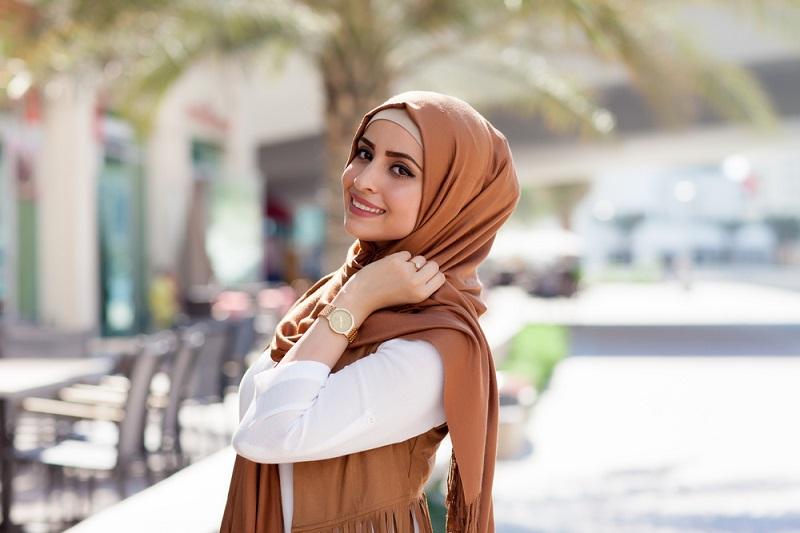 https: img.okeinfo.net content 2019 02 28 194 2023998 pilih-bahan-yang-nyaman-untuk-busana-muslim-wanita-begini-tipsnya-1TYDnOaDpF.jpg