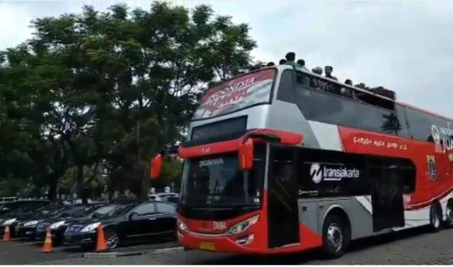 https: img.okeinfo.net content 2019 02 28 338 2023848 pemprov-dki-pinjamkan-bus-double-decker-untuk-konvoi-timnas-u-22-4XGZLxGDtS.jpeg