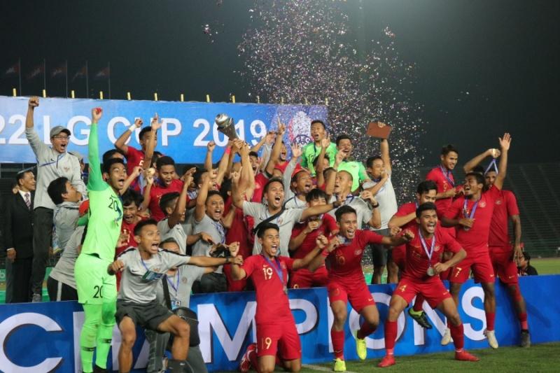 https: img.okeinfo.net content 2019 02 28 51 2023772 luis-milla-ikut-bangga-timnas-indonesia-u-22-juara-piala-aff-2019-n0GrPXIaE1.jpg