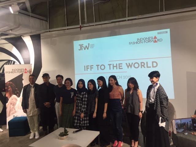 https: img.okeinfo.net content 2019 03 05 194 2026230 indonesia-fashion-foward-kembali-pamer-karya-di-panggung-lnternasional-HaIeqqoz09.jpeg