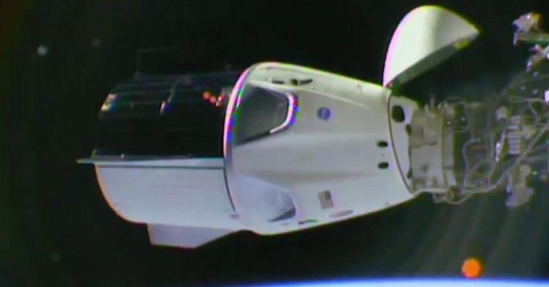 https: img.okeinfo.net content 2019 03 05 56 2026136 astronot-di-stasiun-luar-angkasa-rayakan-kedatangan-kapsul-spacex-Zdcp3Y8l9d.jpg
