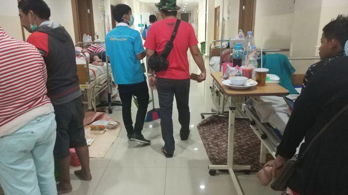 https: img.okeinfo.net content 2019 03 07 338 2026856 rumah-sakit-di-tangsel-tak-mampu-tampung-pasien-dbd-yang-terus-melonjak-nU6phCvHlX.JPG