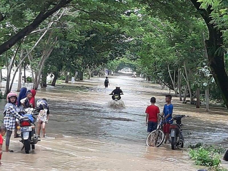 https: img.okeinfo.net content 2019 03 07 519 2027116 17-268-jiwa-terdampak-banjir-bupati-madiun-tetapkan-tanggap-darurat-banjir-QMrY5vQhDW.jpg