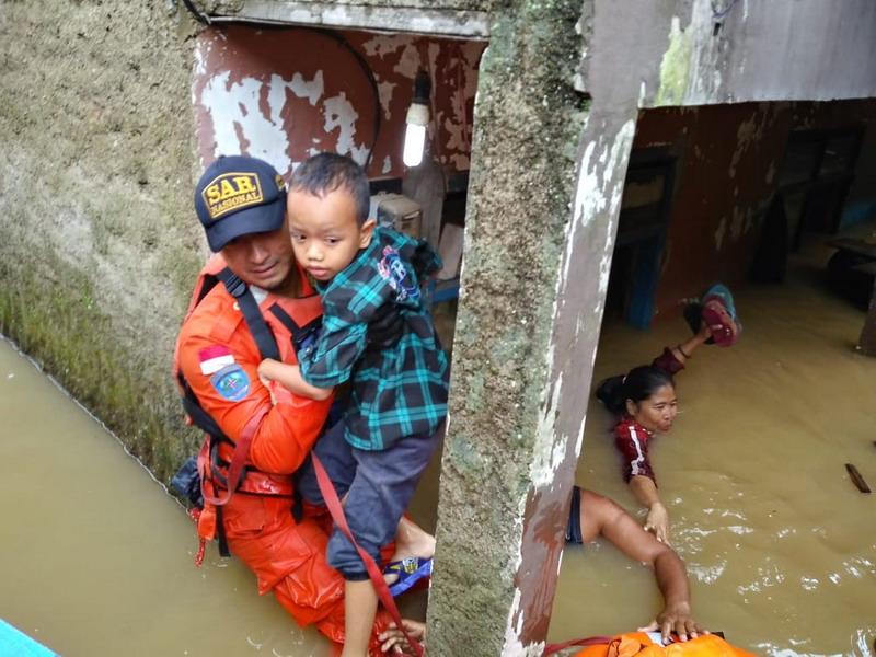 https: img.okeinfo.net content 2019 03 07 525 2027070 banjir-meluas-10-kecamatan-di-kabupaten-bandung-terendam-OWzXjst2Uz.jpg