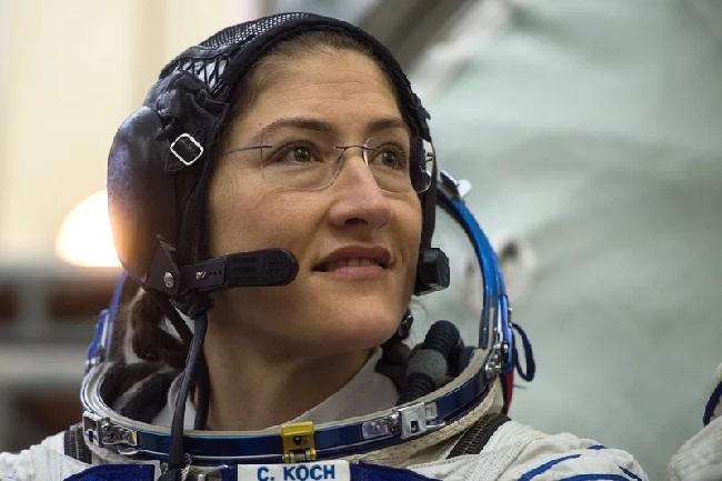 https: img.okeinfo.net content 2019 03 07 56 2027093 pertama-kali-dua-astronot-wanita-nasa-lakukan-spacewalk-2w6LfOgvyU.jpg