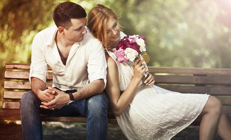 Pria dewasa cenderung tidak akan mengintimidasi pasangannya, justru akan memperlakukan Anda lebih spesial.