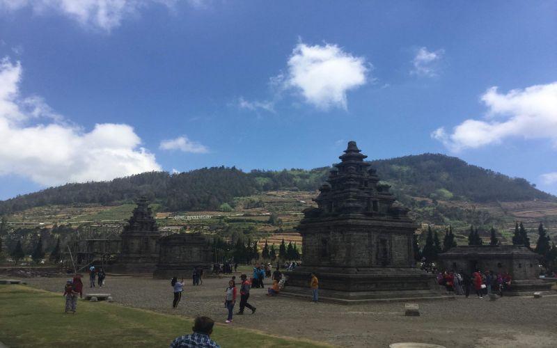 https: img.okeinfo.net content 2019 03 08 406 2027341 mengunjungi-candi-hindu-tertua-di-indonesia-MXrl2vZlJ0.jpg