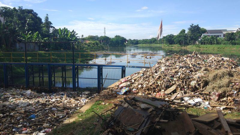 https: img.okeinfo.net content 2019 03 12 338 2029078 setu-perigi-tangsel-tercemar-tumpukan-sampah-begini-faktanya-EOwZJWwuZk.jpg