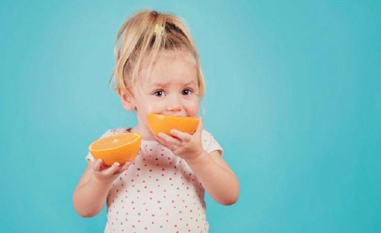 https: img.okeinfo.net content 2019 03 12 481 2028971 jangan-salah-pilih-ini-3-vitamin-penting-untuk-tumbuh-kembang-anak-5bn10xDd55.jpg