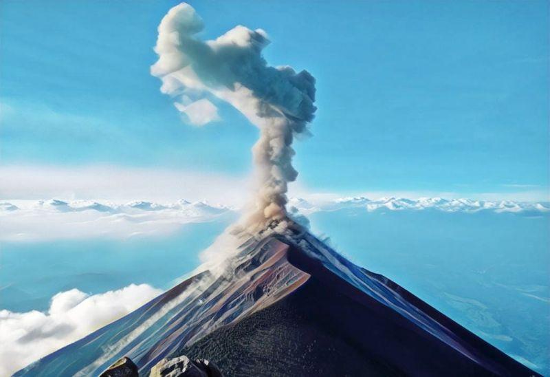 https: img.okeinfo.net content 2019 03 12 510 2028746 merapi-kembali-semburkan-awan-panas-dengan-jarak-luncur-1-5-km-0yE4CpWjqc.jpg