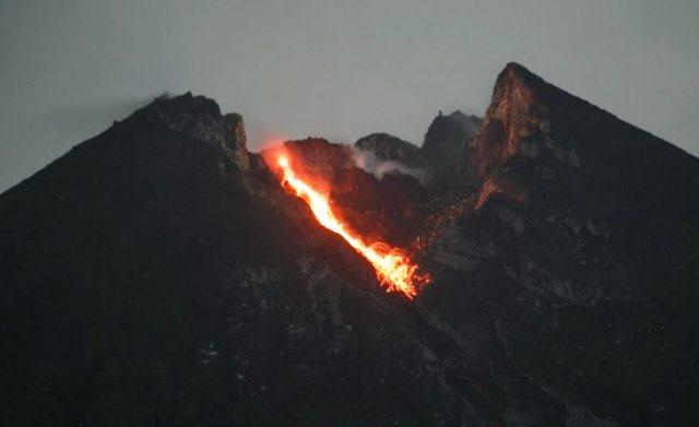 https: img.okeinfo.net content 2019 03 14 510 2029776 dua-guguran-lava-keluar-dari-merapi-sejak-kemarin-hingga-tadi-pagi-APZrjGvhrh.jpg