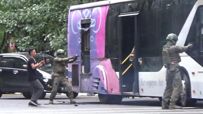 https: img.okeinfo.net content 2019 03 14 609 2029674 kelompok-teroris-bajak-bus-di-bandara-makassar-4kEKN6wROU.jpg