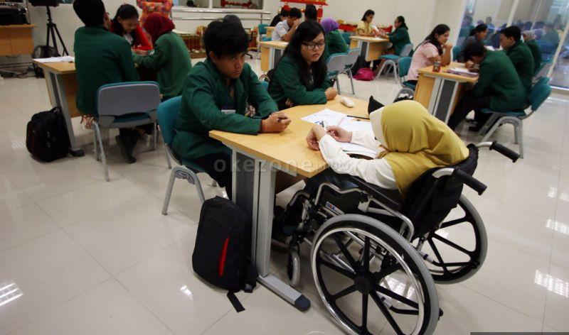https: img.okeinfo.net content 2019 03 15 65 2030421 kabar-gembira-pemerintah-siapkan-beasiswa-untuk-penyandang-disabilitas-S8WVfw48tq.jpg