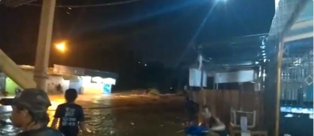 https: img.okeinfo.net content 2019 03 16 340 2030986 banjir-bandang-terjang-sentani-jayapura-tiga-orang-meninggal-dunia-y3AqSHgn9g.jpg