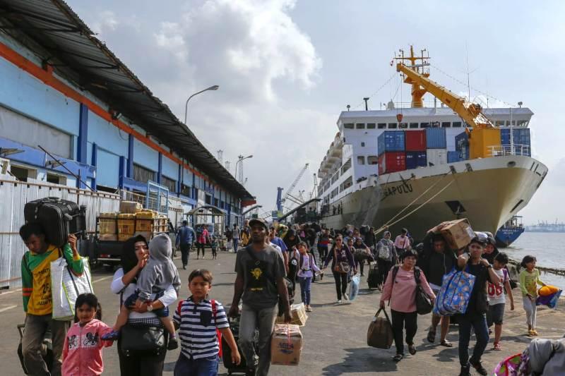 https: img.okeinfo.net content 2019 03 16 519 2030812 balada-pelabuhan-tanjung-perak-sejarah-dan-kejayaan-KXpEDVA0Hm.jpg