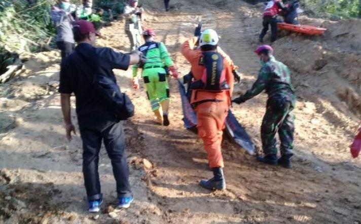 https: img.okeinfo.net content 2019 03 17 340 2031144 12-korban-longsor-di-papua-berhasil-dievakuasi-7-meninggal-dunia-SzcqTwSOq8.JPG