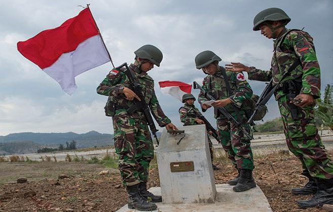 https: img.okeinfo.net content 2019 03 20 340 2032582 patok-batas-indonesia-malaysia-di-pulau-sebatik-bergeser-1-kilometer-Ptypo0GNVR.jpg