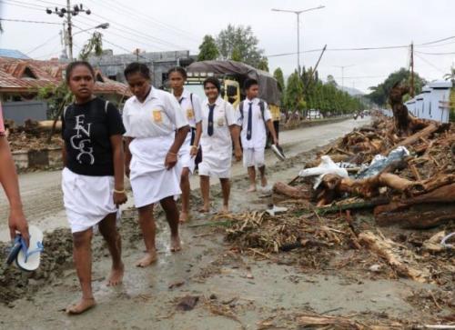 https: img.okeinfo.net content 2019 03 20 340 2032614 ribuan-personel-sar-terus-bergerak-evakuasi-korban-banjir-sentani-MmwtyhVXox.jpg