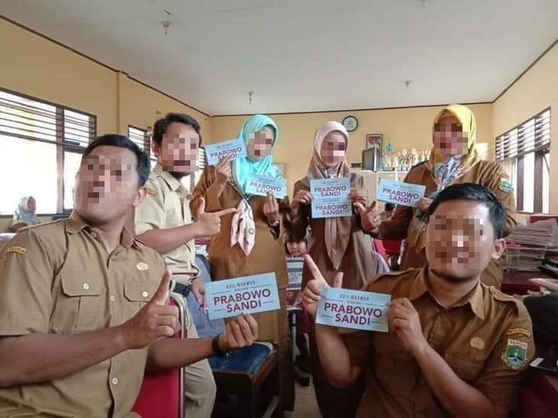 6 Guru Honorer di Banten Dipecat Gara-Gara Berpose dan Pamer Atribut Prabowo-Sandi