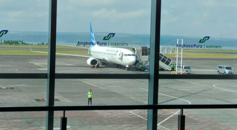 https: img.okeinfo.net content 2019 03 22 338 2033797 pilot-gadungan-garuda-indonesia-diciduk-saat-keluyuran-di-bandara-mXjCb26YYN.jpg
