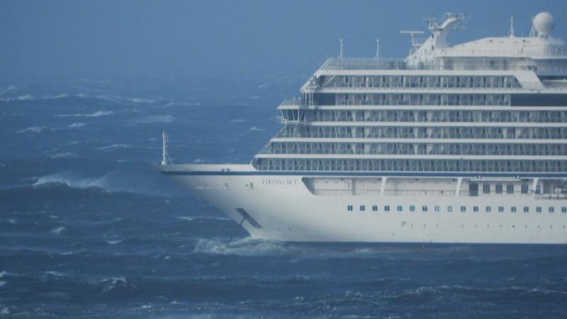 https: img.okeinfo.net content 2019 03 24 18 2034311 1-300-penumpang-dievakuasi-setelah-kapal-pesiar-mati-mesin-di-perairan-ganas-norwegia-w4RQdqEGOY.jpg