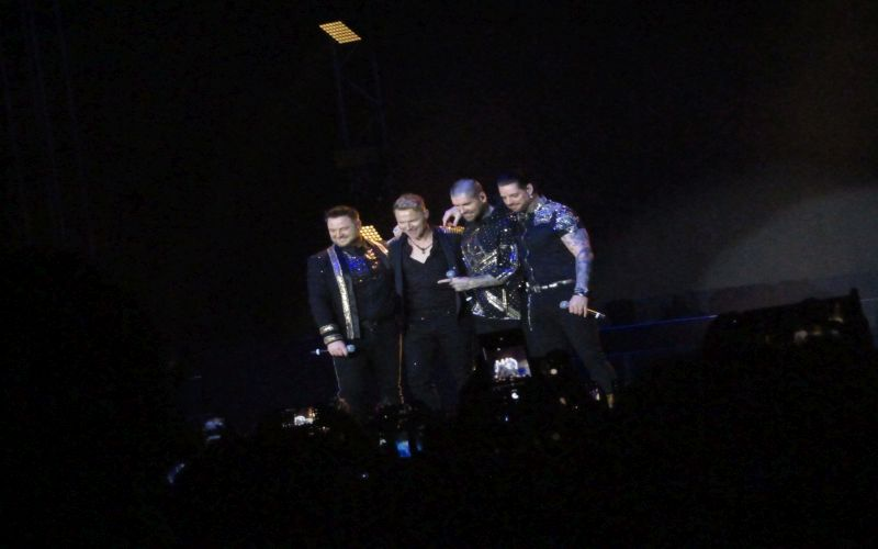 https: img.okeinfo.net content 2019 03 24 205 2034402 picture-of-you-tutup-konser-perpisahan-boyzone-di-jakarta-dengan-manis-eclWywZj3Q.jpg