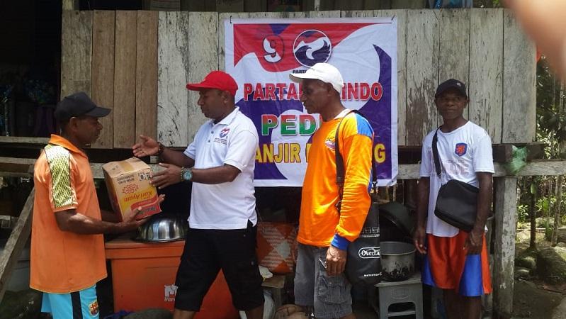 https: img.okeinfo.net content 2019 03 24 606 2034233 perindo-berikan-bantuan-kepada-korban-banjir-di-kampung-yongsu-sentani-qTNDbfbMcu.jpg