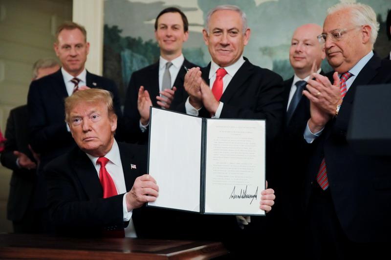 https: img.okeinfo.net content 2019 03 26 18 2035002 trump-tandatangani-deklarasi-pengakuan-kedaulatan-israel-atas-dataran-tinggi-golan-uNwt9X1XWp.jpg