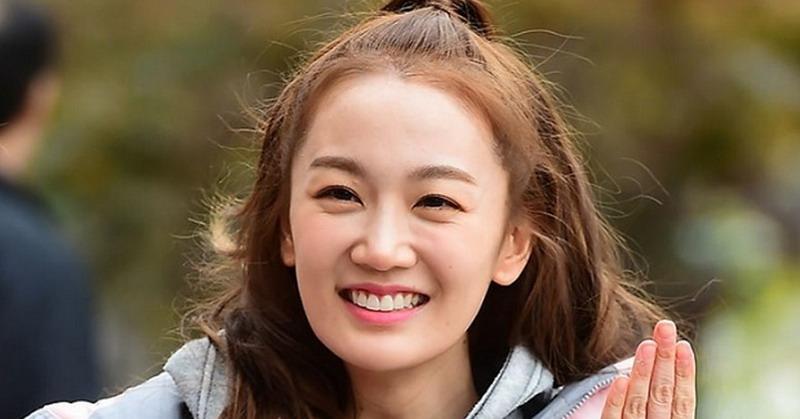https: img.okeinfo.net content 2019 03 26 33 2035379 akhirnya-penyanyi-joo-umumkan-rencana-menikah-pada-4-mei-2019-Aa0sY7nCTJ.jpg